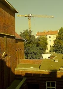 Blick aus dem KSG-Fenster auf den Kran an der Schivelbeiner Straße